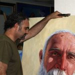 Jose-Cerezo-mostrando-una-obra